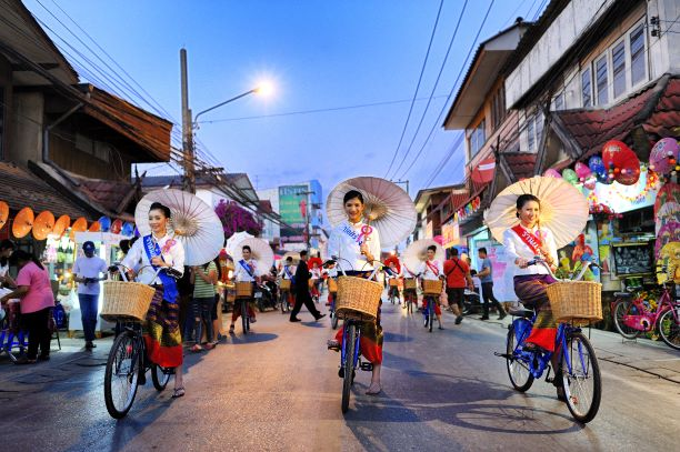 People in Bo Sang Village, Chiang Mai