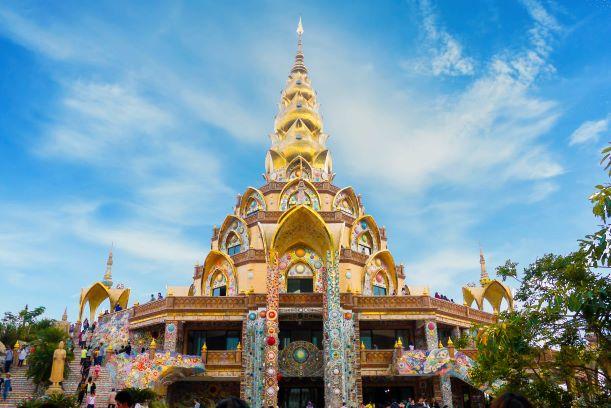 Beautiful Golden pagoda at Wat Pha Sorn Kaew