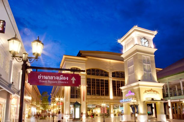 One zone of Asiatique The Riverfront is Charoenkrung District