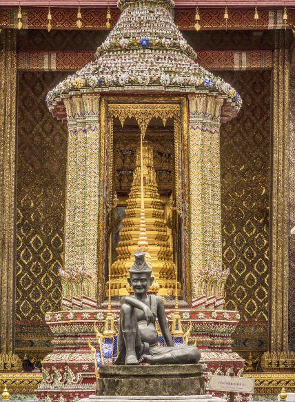 Hermit's bronze statue in Wat Phra Kaew
