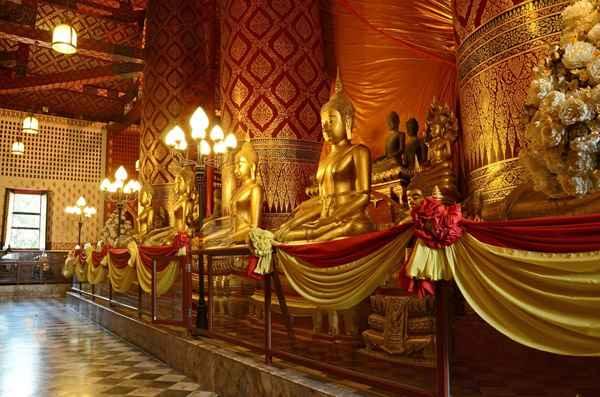 Buddha Images inside Wat Phanan Choeng