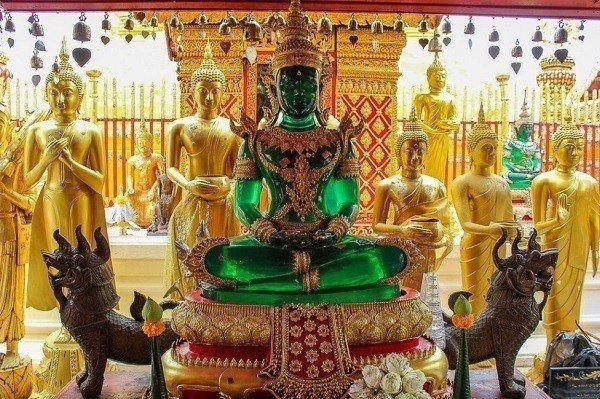Wat Phra That Doi Suthep Emerald Buddha Statue-Chiang Mai