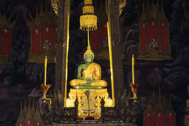 the emeral buddha change from Summer to Rainy attire-What Phra Kaew Bangkok