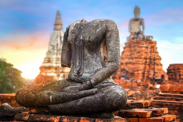 Headless Buddha at Wat Mahathat temple