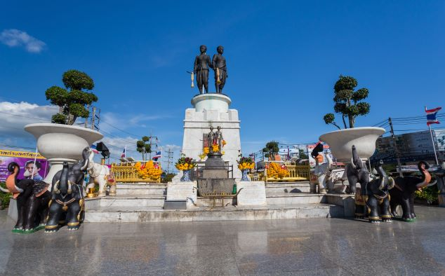 Things to Do in Phuket - worship Two Heroines Monument