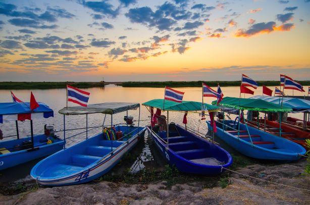 Boat cruise to Red Lotus Lake - Udon Thani