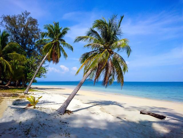 Koh Bulon Leh white sandy beach