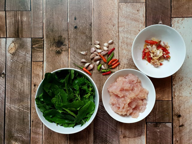Ingredient cooking menu of Fried minced chicken with chili and basil leaf