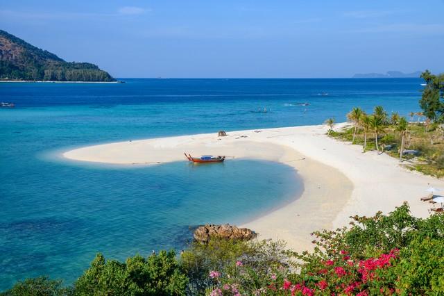 Karma beach in tropical sea at Lipe island