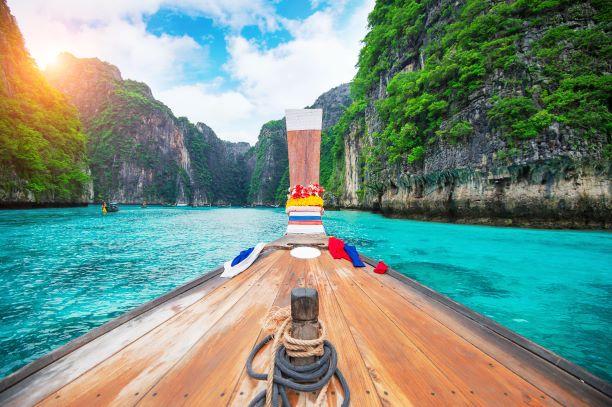 Long boat and blue water at Maya bay in Phi Phi Island, Krabi Thailand