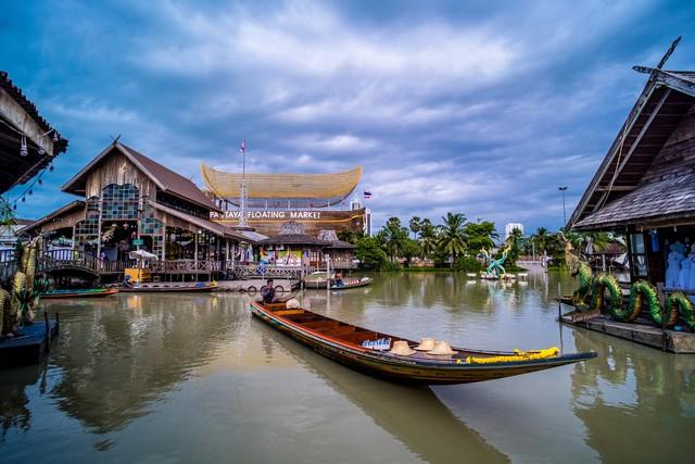 Pattaya Floating Market or Four Regions Floating Market