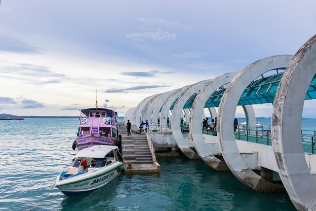 Pier to Koh Samet