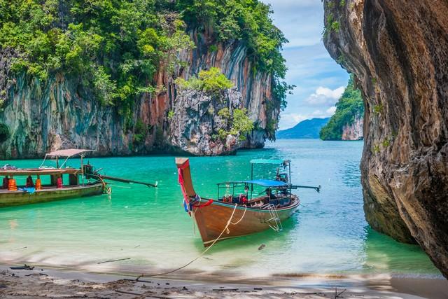 Scenic bay of Koh Lao La Ding island with thai boats