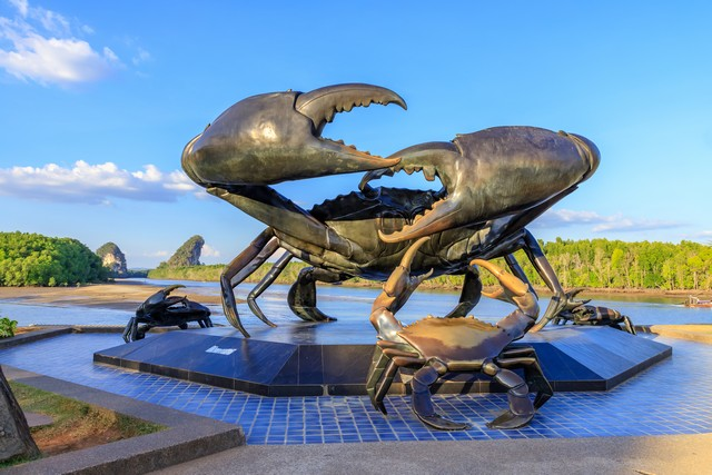Snap your shot with the Black Crab Statue