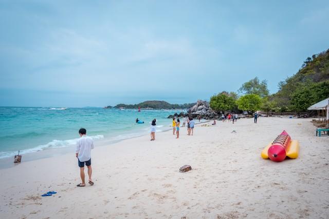 Ta Yai beach in Koh Larn island