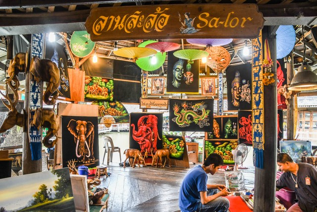 Thai decorative art shop
