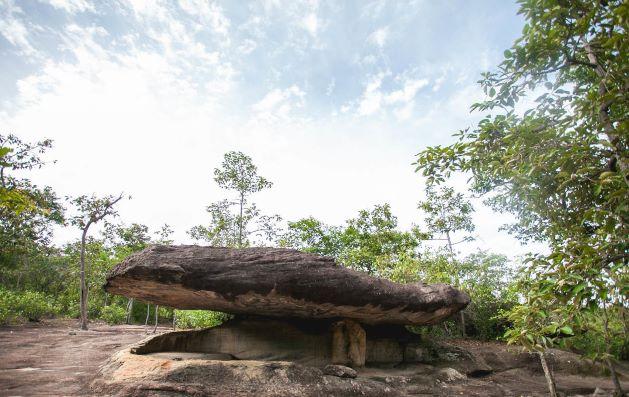 Tham Rue Si (The Hermit Cave)-Phu Phra Bat Historical Park