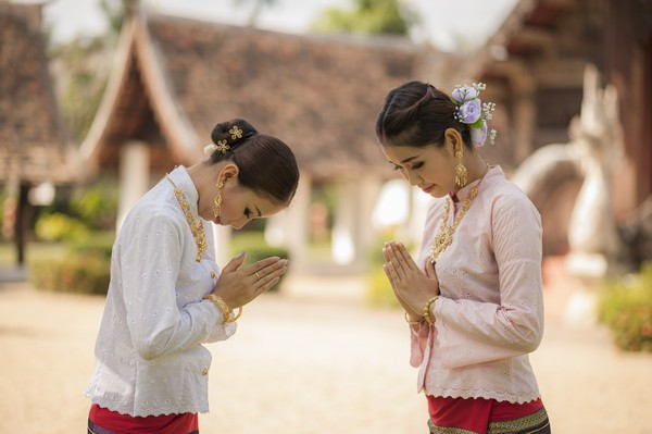 The Third Level of wai in Thai Culture