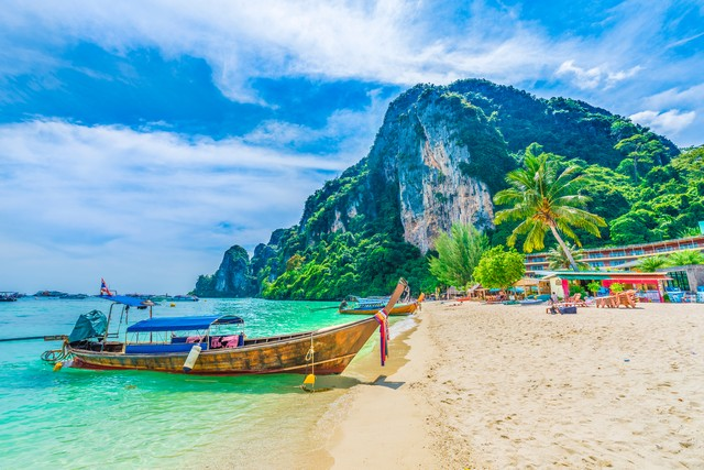 Tonsai Beach bay with traditional longtail boats parking in Phi Phi island