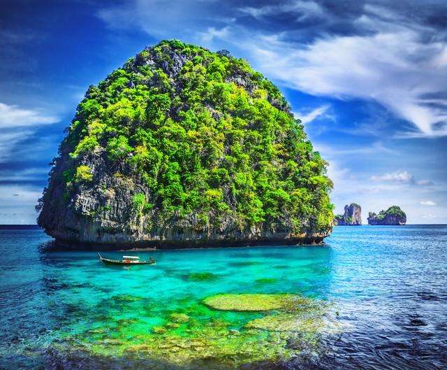 Viewpoint of mountain limestone with emerald sea at Loh Samah bay