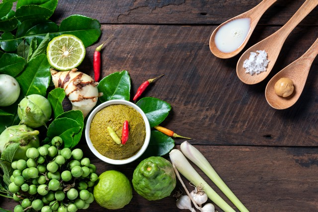 ingredient for thai food green curry chicken
