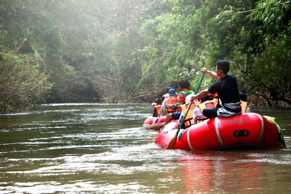 rafting lead to river in umpang
