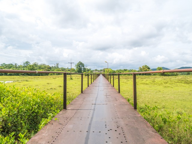 Saphan Lek Kok Khanoon (the Iron Bridge)