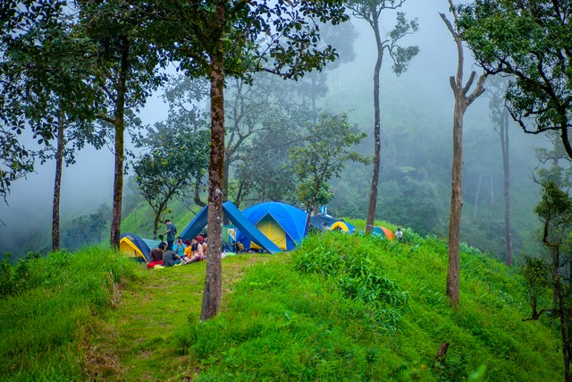 Tourists and tents are located in the mountains called Khao Chang Phueak