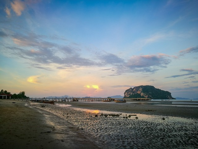 Beautiful of sea view before dusk time at Hinkong bay