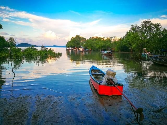 Coast of Lohpoh bay in Koh yao yai island on morning so beautiful