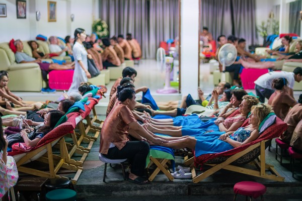 Tourists are relaxing on massage