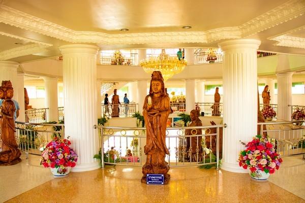 Floor 2: The statue of Standing Quan Yin.