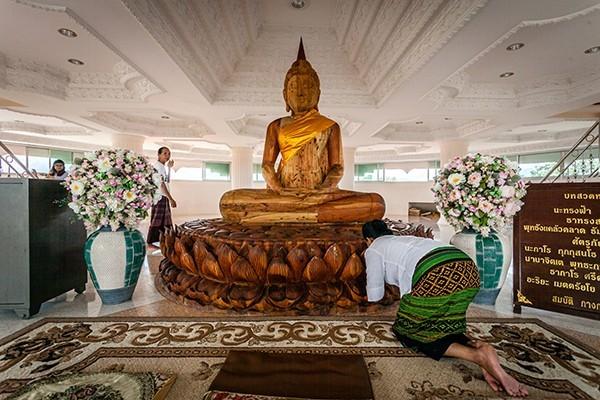 "Floor 4: The Buddha image ""Luang Pho Sothon."