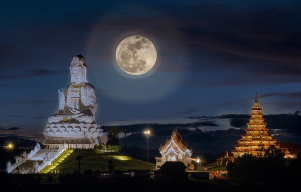 Full-moon-in-sky-at-Wat-Huay-Pla-Kang-temple-the-pagoda-in-Chinese-style-in-Chiangrai-province-of-Thailand