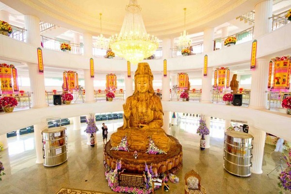 Floor 1: The statue of Quan Yin in the attitude of Blessing