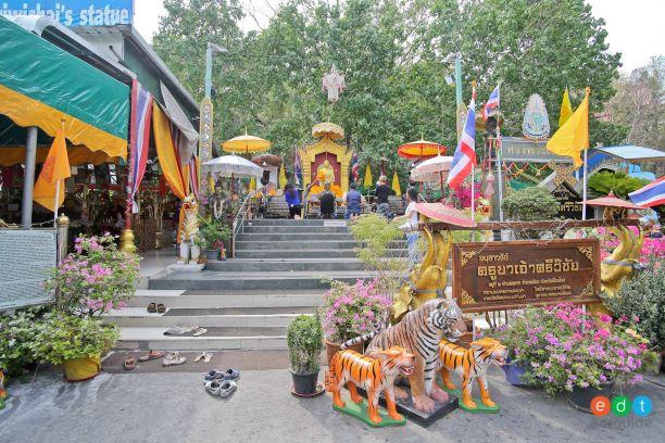 Khru Ba Sri Wichai Monument