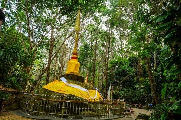 Chang Moob Stupa