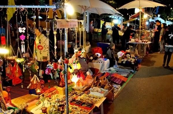 Sankhong-Happy-Street in Chiang Rai