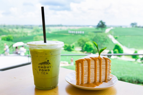Enjoy delicious food and drinks from tea leaf