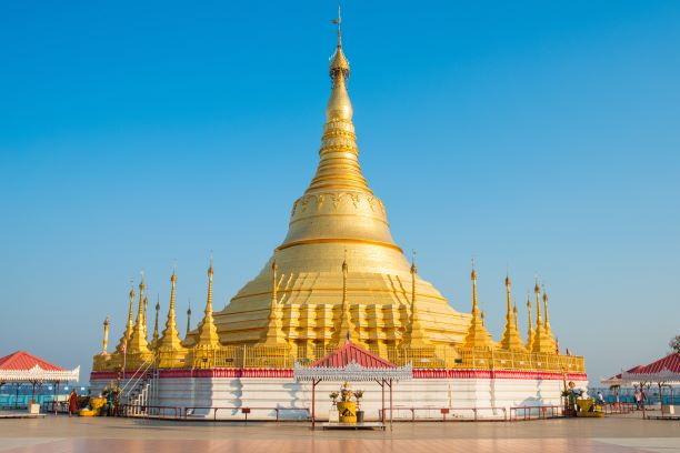 The-Shwedagon-pagoda-in-Tachileik-a-border-town-in-the-Shan-State-closed-to-Mae-Sai