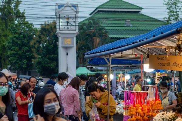 fresh market night shopping in Chiang Rai