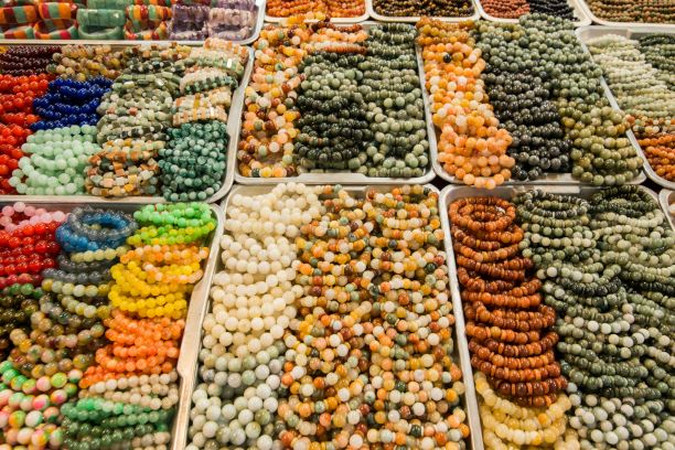 a-gems-shop-in-the-town-of-Mae-Sai-on-the-Border-to-Myanmar-in-the-Chiang-Rai-Province-in-North-Thailand.-Thailand-Mae-Sai