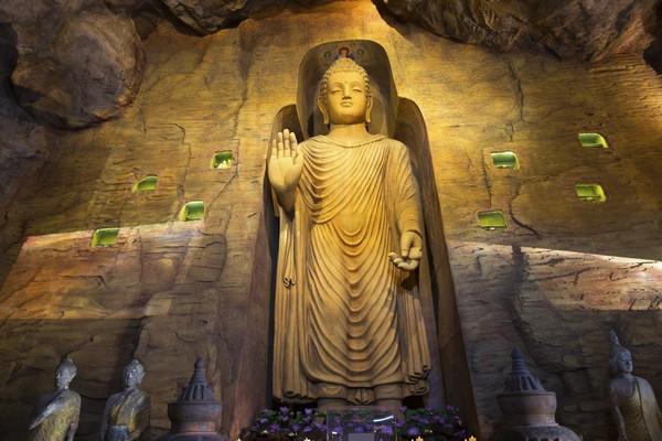 Buddha statue underground wat saket