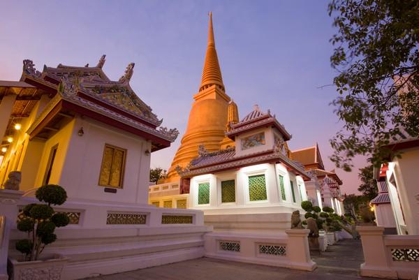 How to go to Wat Bowonniwet Vihara