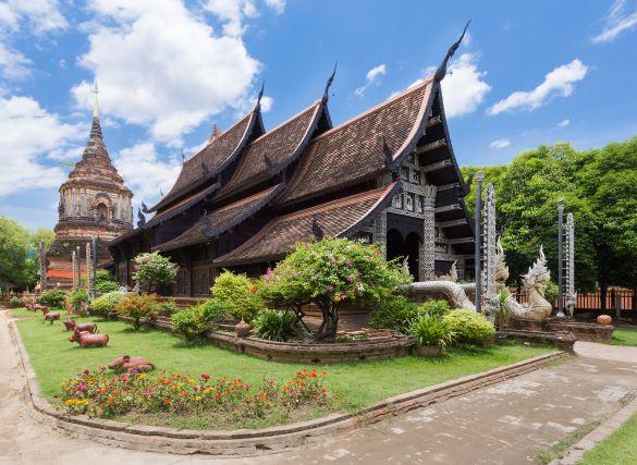Vihara (the sanctuary) of Wat Lok Molee