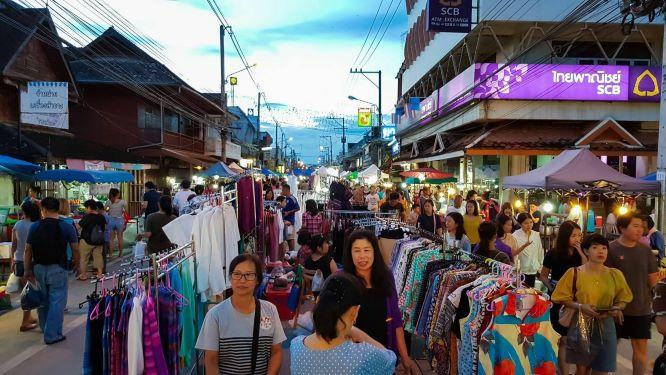 San Kamphaeng, the Handicraft Walking Street
