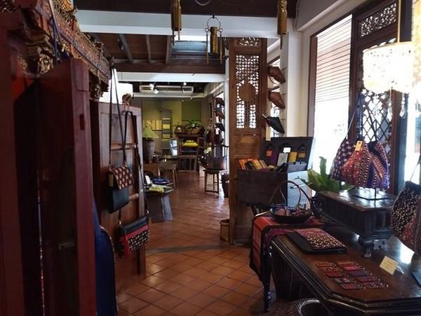 Sob Mei Art at Wat ket community