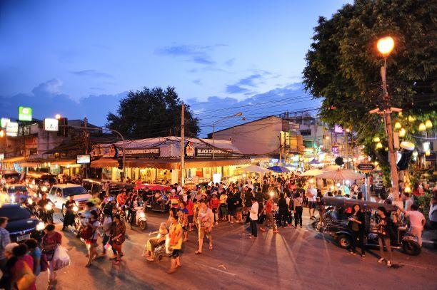 Tha Pae Walking Street famouse Chiang Mai shopping