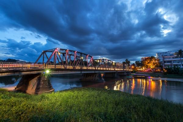 Saphan Lek (the Iron Bridge)