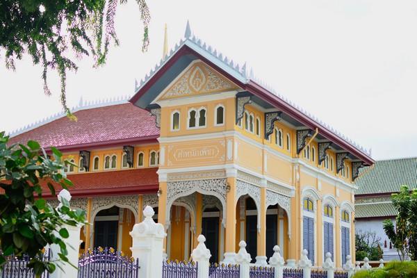 Phra Tamnak Phet (Royal Diamond Residence)